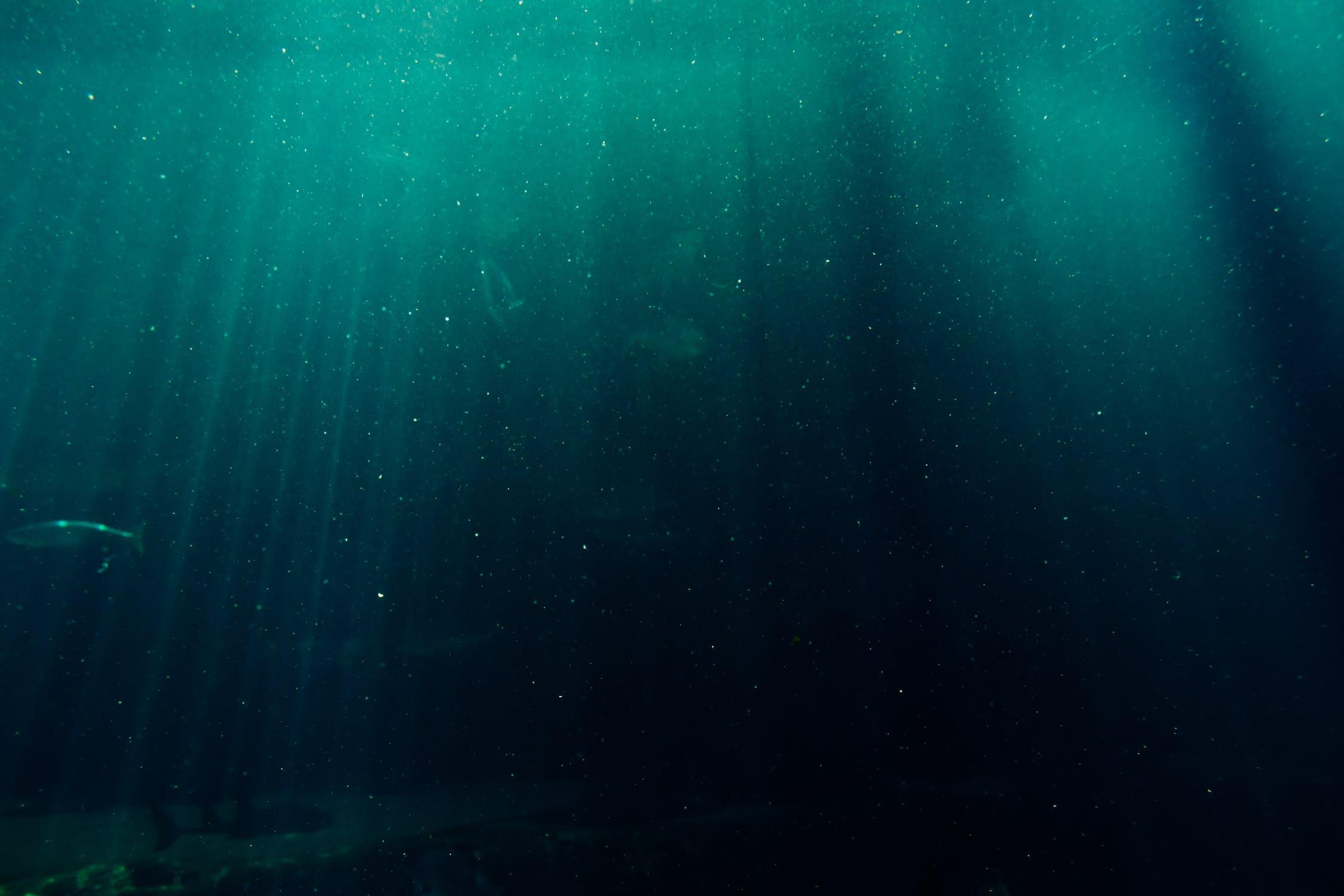 Deep diving under the ocean